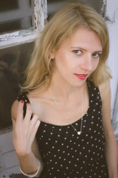 1-classy-subtle-portraits-feminine-(1)