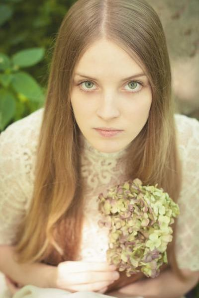 4-natural-portraits-girl-flower